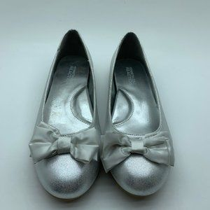 Kenneth Cole Silver Flats Size 4